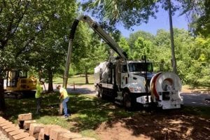 Daylighting Truck with 2 workers Hydro-excavating the ground